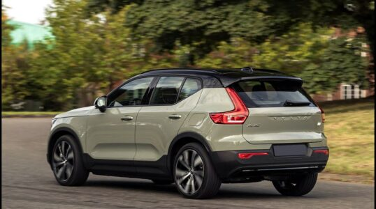 2022 Volvo Xc40 Mode B&w Colors Cargo Space Certified