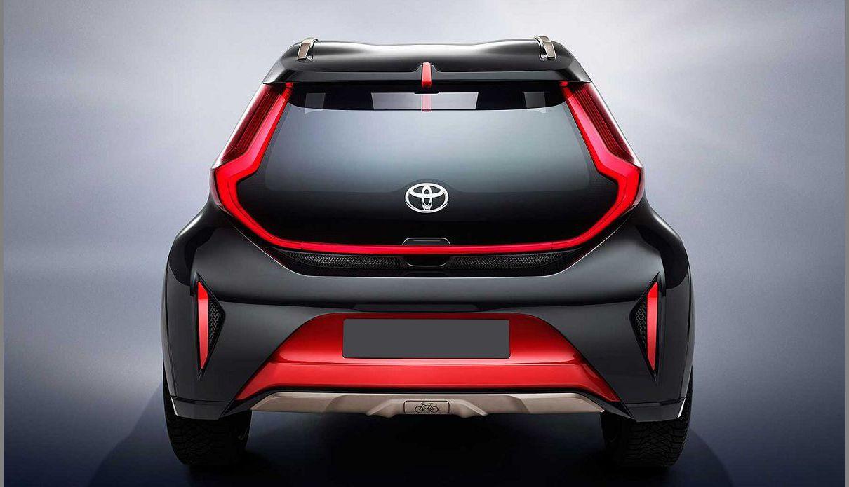 2022 Toyota Aygo White Black Hatchback Polovni